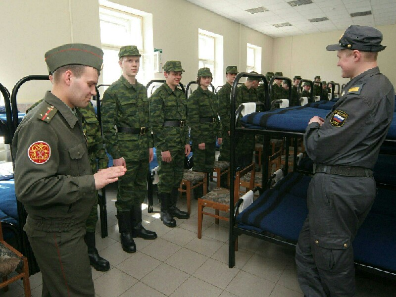 Количество преступлений, связанных с неуставными отношениями в армии, за год в России снизилось на 37,6%