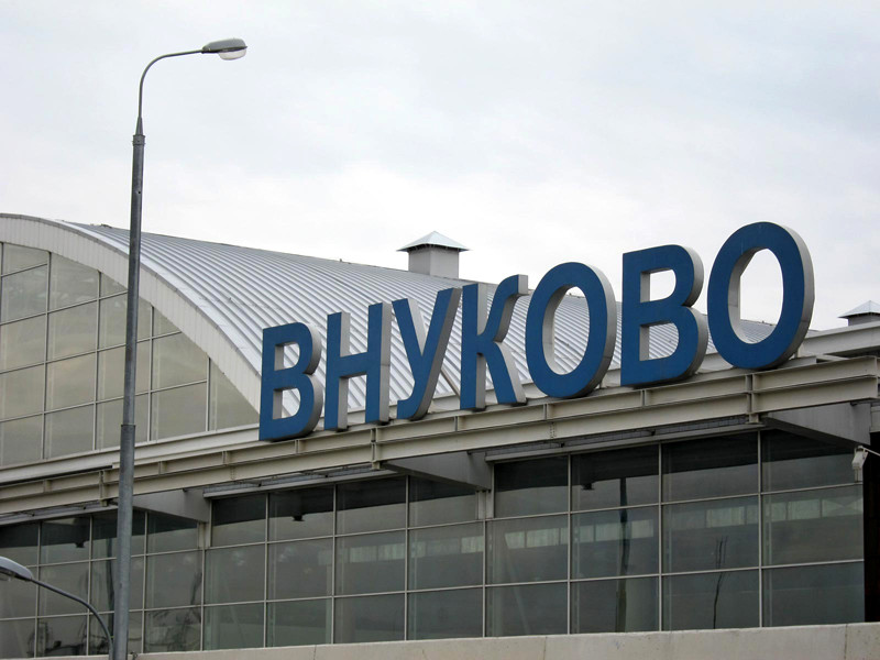 Самолет выкатился за пределы ВПП в московском аэропорту Внуково