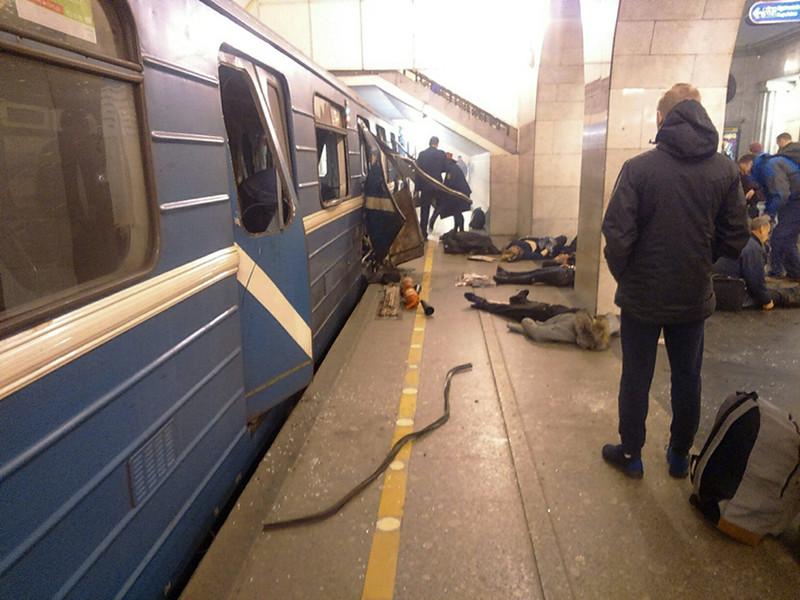 """3 апреля в петербургском метрополитене самодельная бомба взорвалась в вагоне поезда, следовавшего от станции """"Сенная площадь"""" к """"Технологическому институту"""". Кроме того, на станции """"Площадь Восстания"""" было обнаружено несработавшее взрывное устройство, оно было обезврежено"""