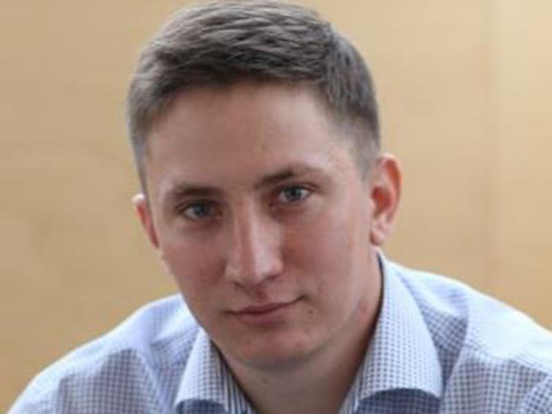 Последним кандидатом на пост мэра Омска был 31-летний индивидуальный предприниматель Андрей Ерошевич. Утром во вторник, 18 апреля, на сайте Омского городского совета появилось сообщение о том, что претендент на пост градоначальника отказался от участия в выборах
