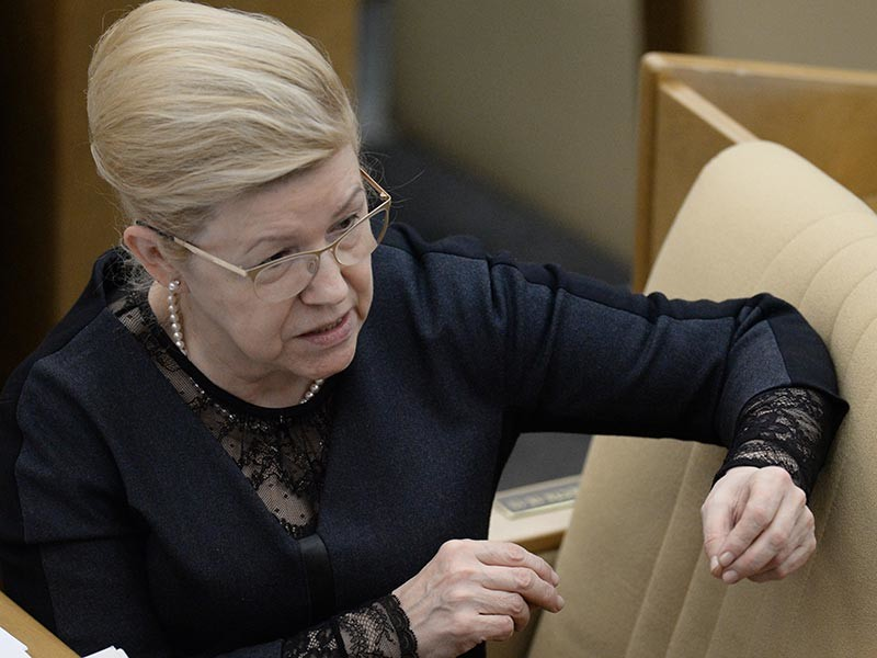 Историей заинтересовалась сенатор Елена Мизулина. Как указано на ее сайте, она поддерживает возмущение родителей школьников и готовит официальный запрос на имя генерального прокурора РФ Юрия Чайки