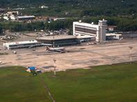 Самолет Ан-26 экстренно сел в Хабаровске из-за треснувшего стекла
