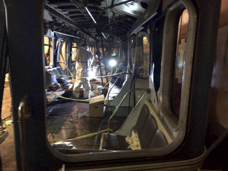 """3 апреля на перегоне между станциями """"Технологический институт"""" и """"Сенная площадь"""" в результате теракта погибли 13 человек и сам террорист, который привел в действие взрывное устройство"""
