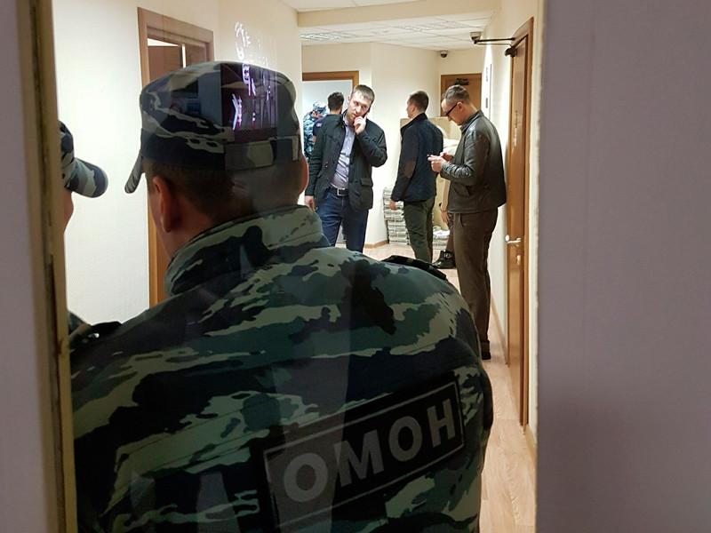 """В Санкт-Петербурге полиция задержала 12 активистов """"Открытой России"""""""