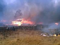 В Бурятии, по данным МЧС, спасатели остановили распространение огня, который угрожал полусотне сел. В этих двух регионах огонь уничтожил около сотни домов