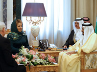 Матвиенко заявила, что услышала немало одобрительных слов от руководителей Саудовской Аравии, проявив почтение к религиозным традициям этой страны - на всех встречах она присутствовала в платке и длинном зеленом платье