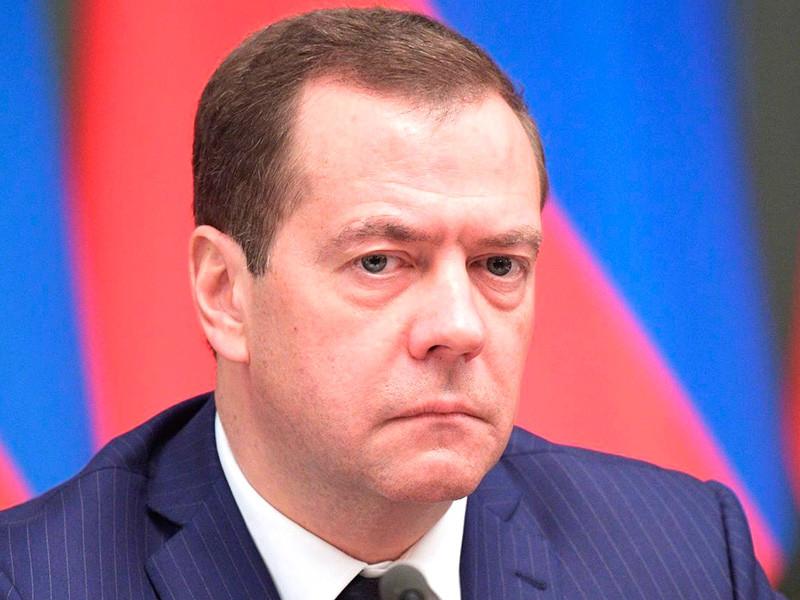 """Медведев прокомментировал фильм """"Он вам не Димон"""""""
