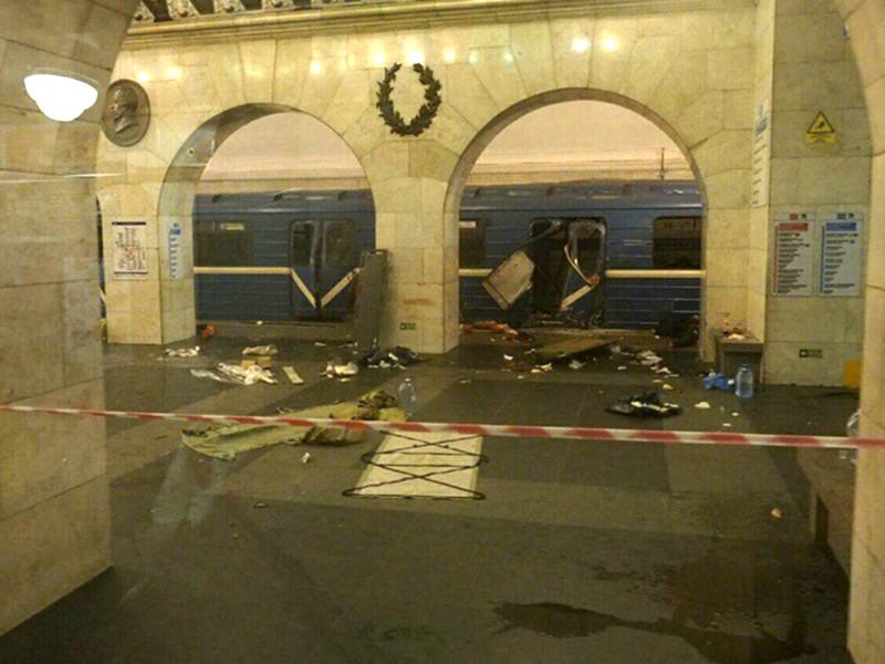 """Взрыв произошел 3 апреля на перегоне между станциями метро """"Технологический институт"""" и """"Сенная площадь"""". В результате теракта погибли 14 человек и сам террорист - 22-летний Акбаржон Джалилов, который привел в действие взрывное устройство"""