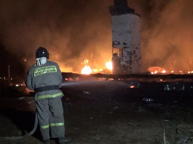 Следственный комитет возбудил уголовное дело о халатности в отношении главы поселения в Бурятии, пострадавшего от пожара. Накануне в Черемушках огнем уничтожило 17 домов