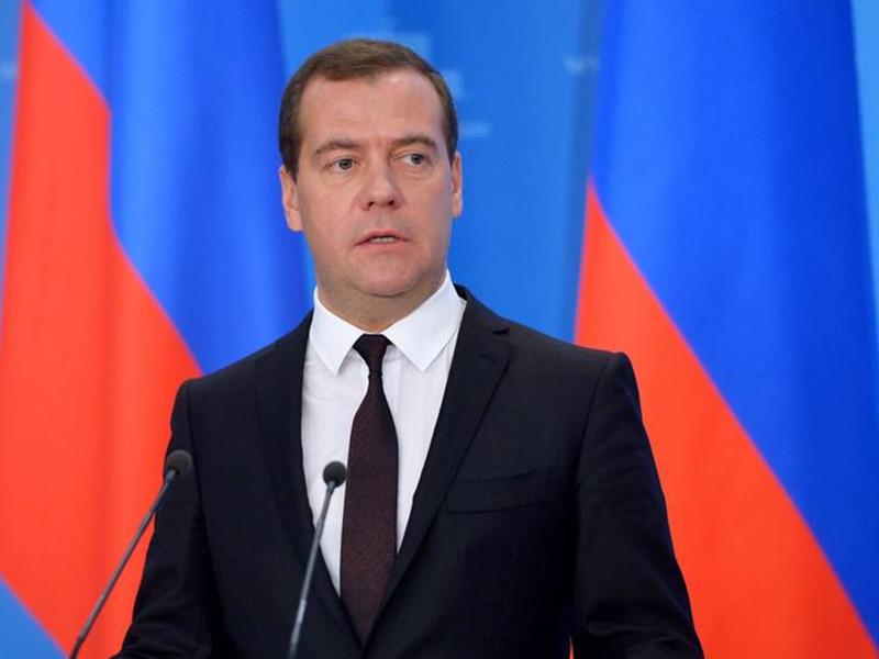 """Россияне поделились с социологами размышлениями, почему власти долго молчали после выхода фильма ФБК о """"тайной империи"""" Медведева"""