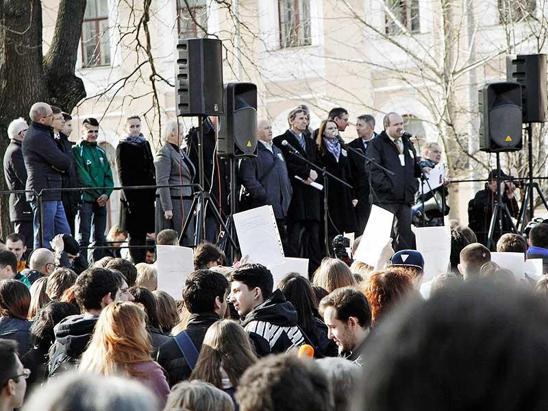 Каждый человек имеет право бороться за свои права, даже если это противоречит интересам государства. Об этом заявили 47% граждан России