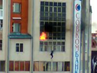 Жители Томска спасли выпрыгнувшего с горящего балкона ребенка, растянув рекламный баннер (ВИДЕО)