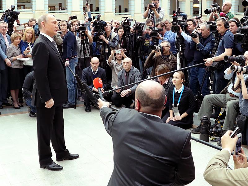 Эксперт объяснил перенос прямой линии Путина его нежеланием говорить о коррупции