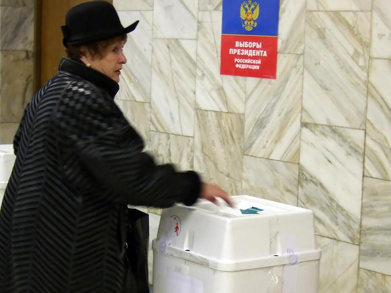 Профильный комитет Госдумы одобрил поправки в избирательное законодательство РФ, которые, в частности, предусматривают перенос президентских выборов 2018 года на неделю вперед