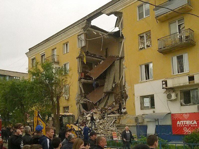 Три человека задержаны в рамках расследования уголовного дела о частичном обрушении жилого дома в Волгограде после взрыва газа