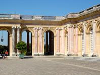 Выставка в Версале приурочена к 300-летию визита во Францию российского царя и установления между двумя странами дипломатических отношений. Она пройдет во дворце Большой Трианон и продлится до конца сентября