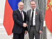 Днем 24 мая в Екатерининском зале Кремля президент награждал соотечественников государственными наградами. Среди награжденных был Евгений Миронов