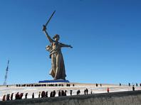 """В Волгограде возбудили уголовное дело о реабилитации нацизма из-за появившейся в паблике сторонников оппозиционера Алексея Навального картинки, на которой у монумента """"Родина-мать зовет"""" лицо было раскрашено зеленым цветом"""