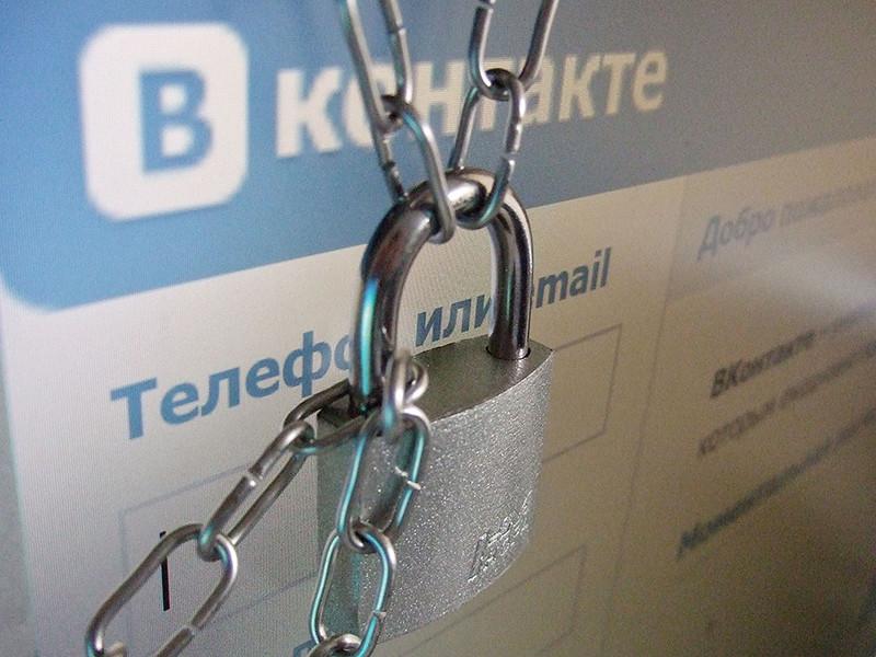 Обновленные санкции Украины против России, предполагающие блокировку ряда российских интернет-ресурсов, в Кремле назвали нарушением права украинцев на получение информации
