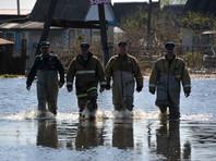 В затопленном паводком тюменском Ишиме построили двухкилометровую земляную дамбу