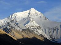 Эверест высочайшая вершина мира на границе Непала и Тибетского автономного округа Китая. Высота горы - 8848 метров