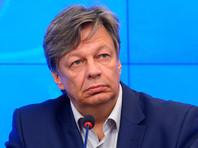 """Штоль добавил, что Ситдикову выдали на руки постановление об отказе во въезде """"в связи с неподтвержденной причиной приезда"""". Он проходит регистрацию на самолет в Минск"""