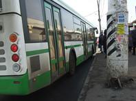 В Новосибирске автобус 100 метров тащил зажатую в дверях коляску с висящим вниз головой ребенком