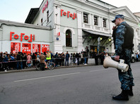 """СМИ: Следователи взялись за """"Гоголь-центр"""" после жалобы прокремлевских активистов"""