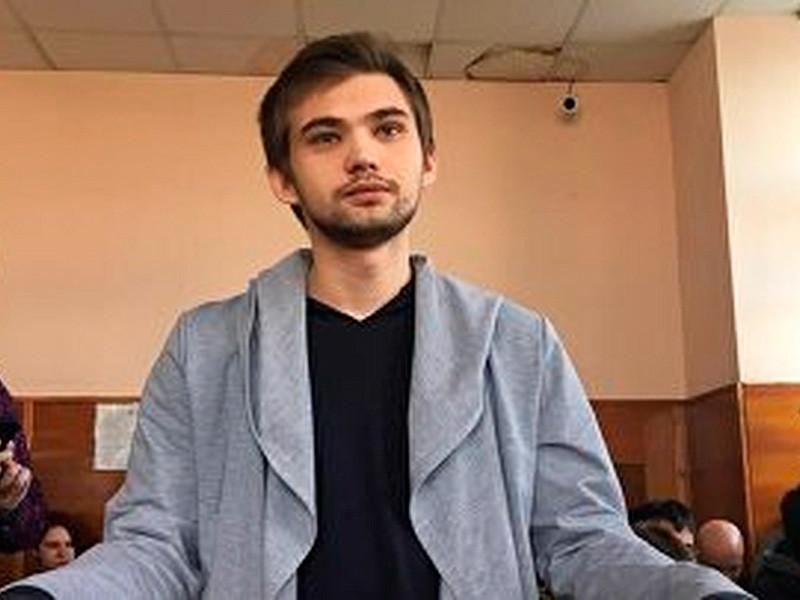 Верх-Исетский районный суд Екатеринбурга 11 мая приговорил видеоблогера Соколовского к трем годам шести месяцам лишения свободы условно
