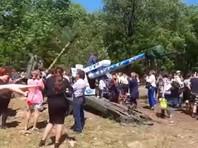 В Майкопе в День Победы гаубица упала на посетителей выставки военной техники