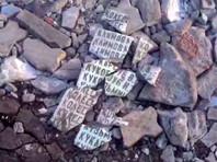Чиновники назвали провокацией кадры из Омской области, на которых яма на дороге засыпана обломками плиты с именами героев войны (ВИДЕО)