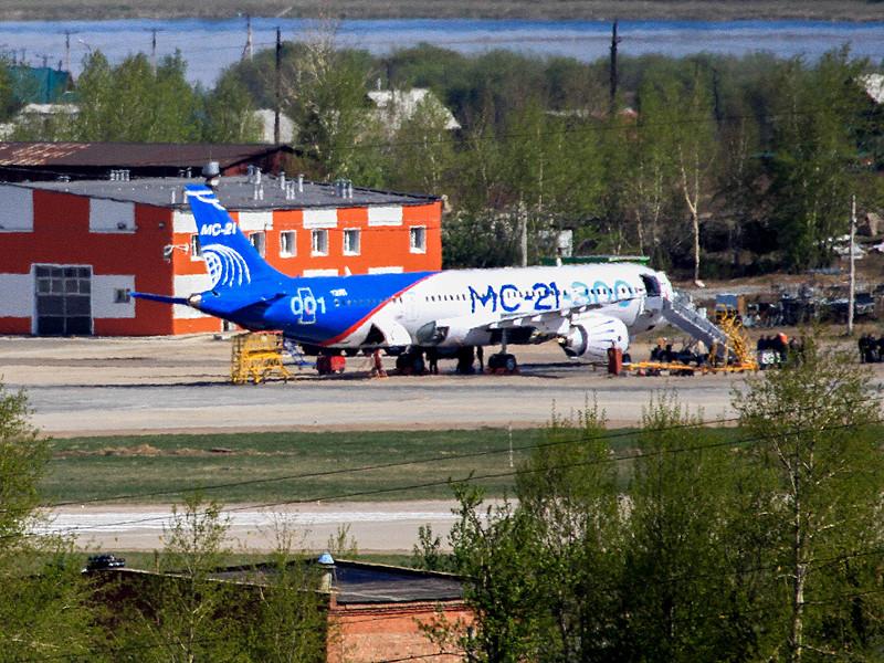 """Самолет МС-21 совершил 28 мая первый испытательный полет в Иркутске - как надеются власти, он должен сохранить за Россией место в """"высшей лиге"""" мирового самолетостроения"""