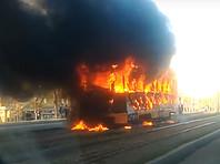 В Красноярске на полном ходу загорелся трамвай, пострадала женщина-вагоновожатый (ВИДЕО)