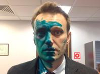 Оппозиционер Алексей Навальный на прошлой неделе стал жертвой нападения возле офиса Фонда борьбы с коррупцией (ФБК)