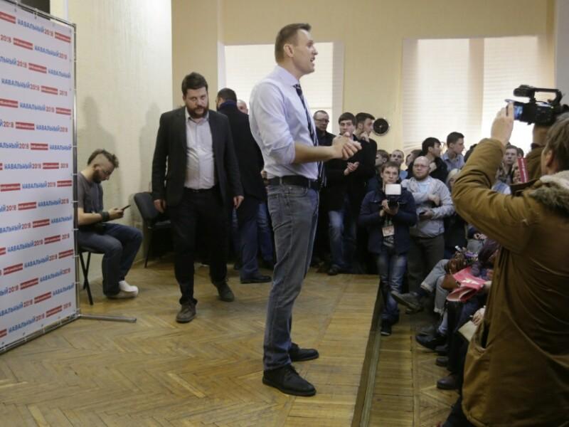 У штабов оппозиционного политика Алексея Навального в шести городах России, в том числе у федерального штаба в Москве возникли проблемы с собственниками арендуемых помещений