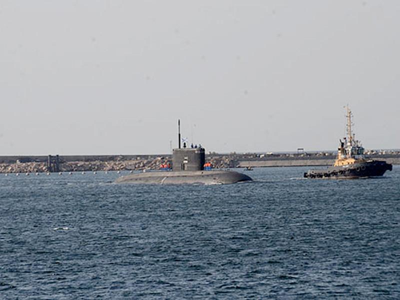Учения по поиску и слежению за подводной лодкой условного противника отработали в воскресенье боевые корабли Черноморского флота