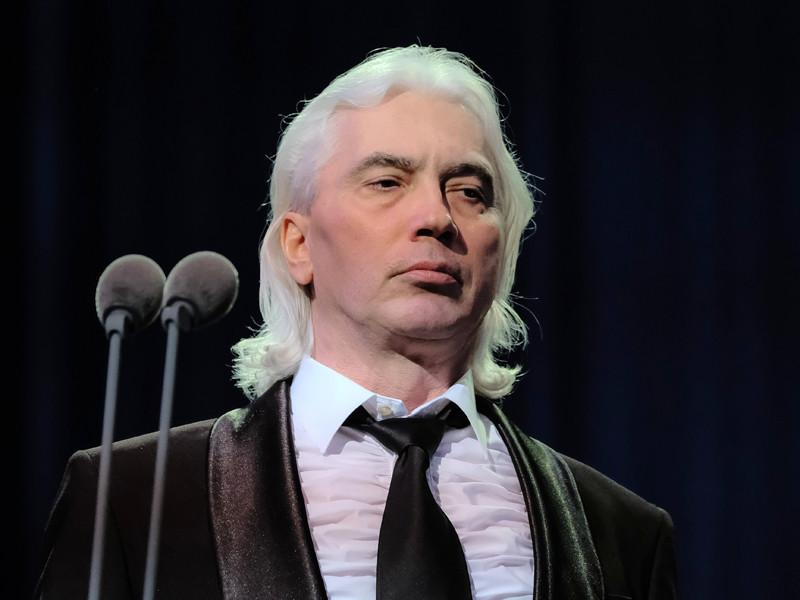 Певец Хворостовский вывихнул плечо после концерта
