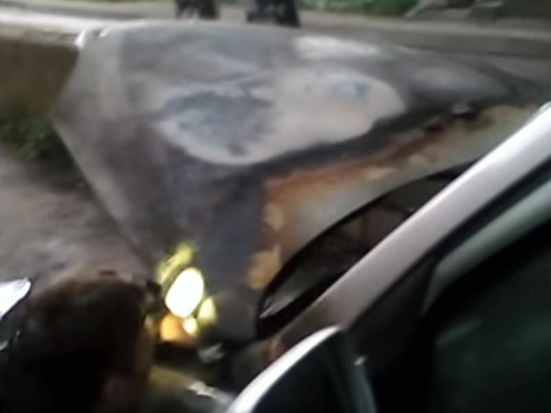В Кирове в ночь на 22 июня кто-то поджег автомобиль местного правозащитника Артура Абашева, координатора предвыборного штаба оппозиционнера Алексея Навального