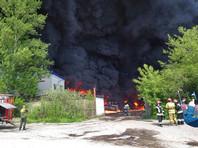 В Ярославле пожар на складе обернулся взрывами бочек с топливом (ВИДЕО)