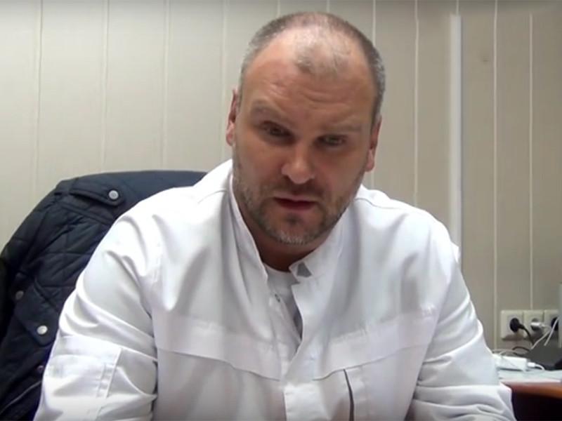 Главврач больницы Апатитско-Кировской центральной городской больницы в Мурманской области Юрий Ширяев, уволившийся после жалоб пациентки на прямую линию президенту РФ Владимиру Путину, в пятницу, 30 июня, отозвал из регионального Минздрава свое заявление об увольнении