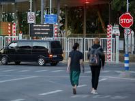 Псковский тренер бежал в Эстонию после интереса ФСБ к его рисункам мелом на заборе (ФОТО)
