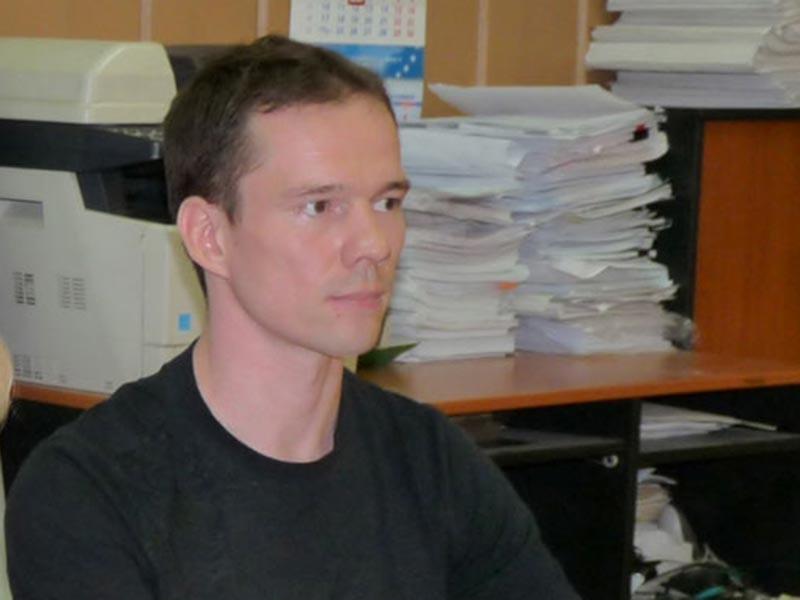 Активист Ильдар Дадин, теперь попросил привлечь это ведомство в качестве ответчика по административному иску, связанному с получением и использованием каналом РЕН ТВ кадров записей с видеокамер карельской колонии