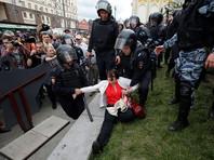 Избитая омоновцем на акции протеста Юлия Галямина потребует возбуждения уголовного дела