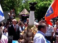 Севастопольцы создали рекордный 200-килограммовый памятник Затопленным кораблям из мороженого - и тут же съели его