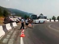 В Иркутской области перевернулся автобус с казачьим ансамблем: пострадали 15 человек