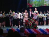 В Адыгее отличница на официальной церемонии обличила одноклассницу: ей медаль выписала мама-чиновница