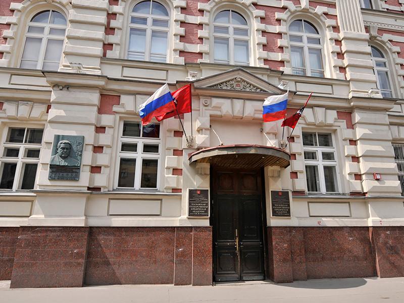Скандал вокруг появления мемориальной доски советскому вождю Иосифу Сталину в Московском государственного юридического университета им. Кутафина (МГЮА) набирает обороты