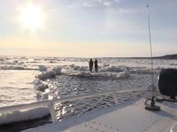 В Дудинке с льдины сняли двух подростков, решивших сделать красивое селфи в ледоход (ВИДЕО)