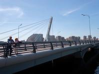 """На мосту Кадырова в Петербурге разобрали надпись """"Ахматовский"""""""