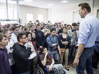 """Слова """"штабы"""" и наименование """"кандидат"""" в отношении Навального в заявлении повсюду заключены в кавычки. Там говорится, что предвыборная кампания официально еще не началась, решение о назначении президентских выборов должно быть принято в декабре 2017 года"""
